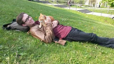 Il gatto va all'università e aiuta gli studenti a suon di fusa