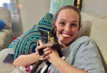 Un uomo adotta una gatta orfana per confortare sua moglie dopo un aborto spontaneo