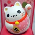 """Maneki Neko Letteralmente significa """"gatto che ti chiama"""" o """"gatto della fortuna"""""""